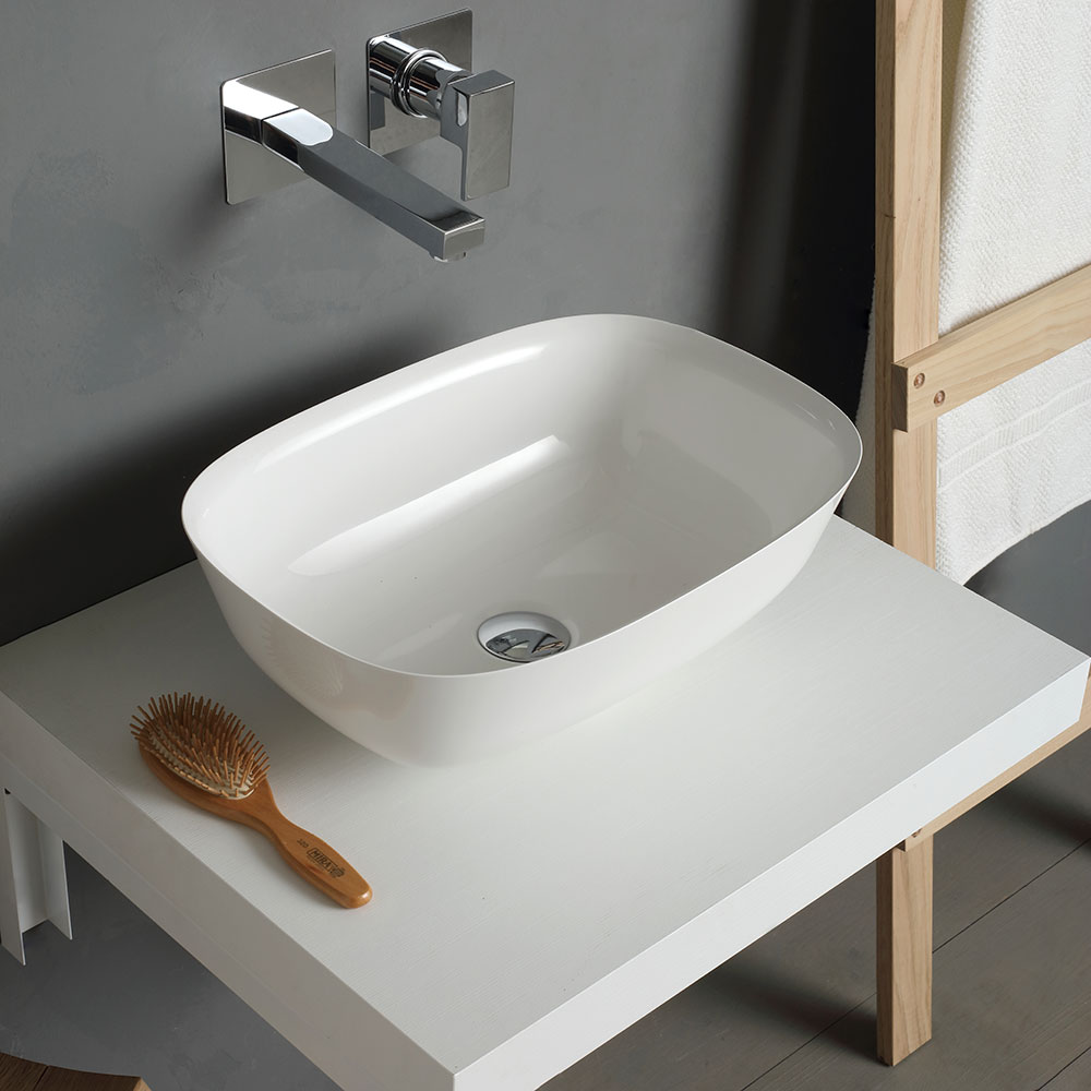 Lavabo d'arredo con rubinetto a muro