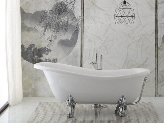Vasca da bagno vintage con piedini cromati