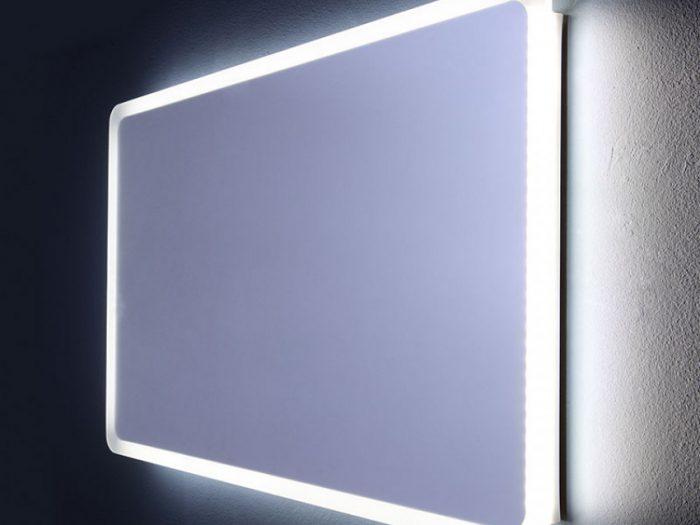 specchio con retroilluminazione a led