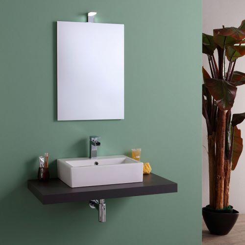 piano lavabo completo di specchio con bordo a filo lucido e lampada led