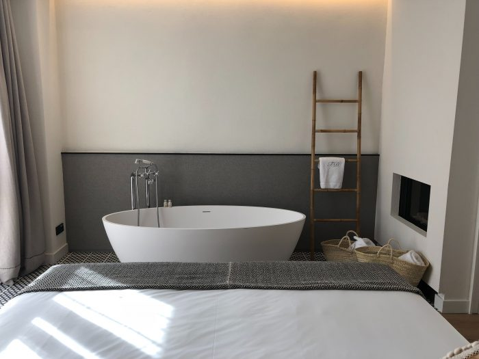 camera con vasca da bagno a vista