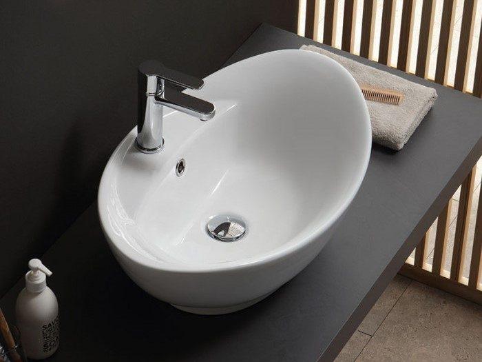 lavabo d'appoggio in ceramica